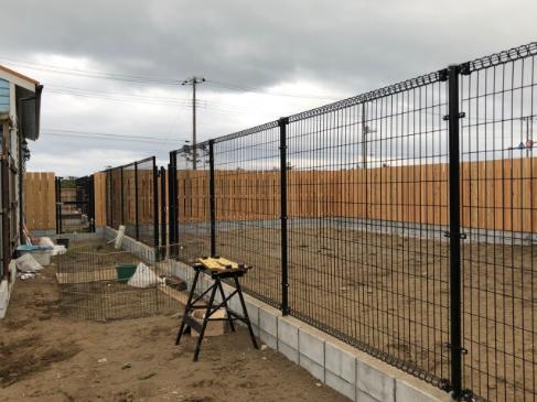 フェンス工事も終わり、メインドッグランの完成です!